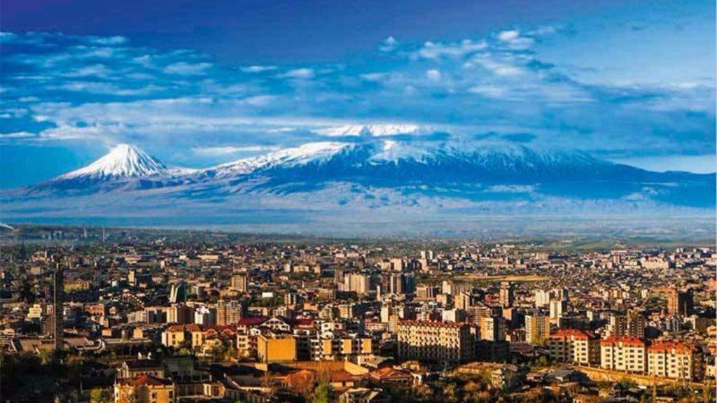 прогуливаясь по Еревану.